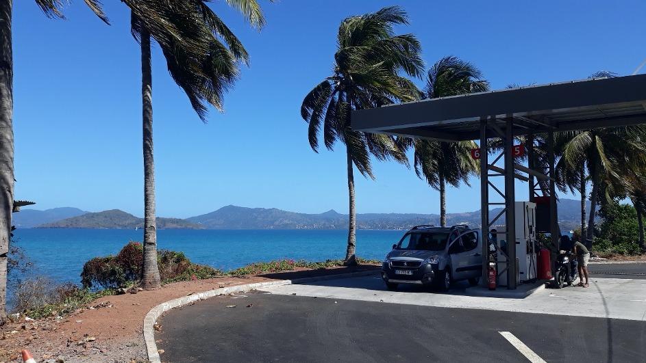 La station essence face à la mer